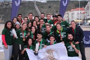 Equipa masculina e feminina de Futebol de Praia da U.Porto sagram-se campeãs nacionais.
