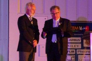Silva Gomes recebe prémio do atual presidente o Carmine Papalettere do Politecnico de Bari, Itália