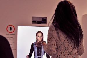 """""""Espelho mágico"""" permite a prova virtual de roupa. (Créditos fotos: CITEVE)."""