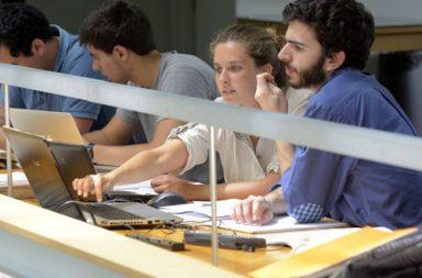 Estudantes na Biblioteca da FEUP (destaque)|tecnologia_630 330|feup pitch