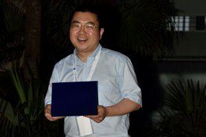 Wei-Hua Hu recebe o prémio de Best Paper Award na Conferência Internacional SHMII 2015, que decorreu em Turim