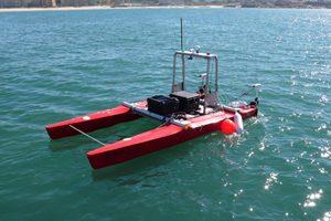 A embarcação ROAZ é uma das ferramentas robóticas desenvolvidas no âmbito do projeto.