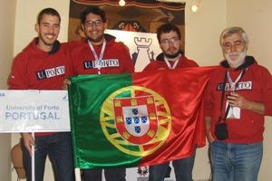 A equipa da Universidade do Porto constituída por Lucas Silva, Henish Balu, Jorge Ferreira e o treinador Vitorino Ferreira.
