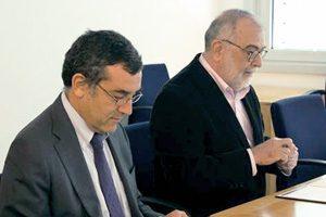João Falcão e Cunha (FEUP) e Paulo Dias (IBEC) no momento da assinatura do protocolo que decorreu no dia 19 de outubro, na FEUP.