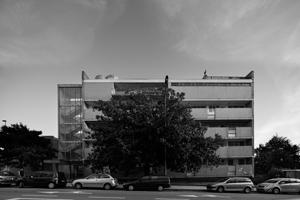 O Edifício Parnaso, projectado pelo arquitecto José Carlos Loureiro e classificado como monumento de interesse público, é uma das três obras em exposição na FAUP.
