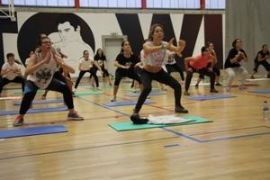 Step 2 a 2, Djembel Dance, Glúteos & Abs, Combat, Zumba e Yoga 2 a 2 gratuitos para toda a população.