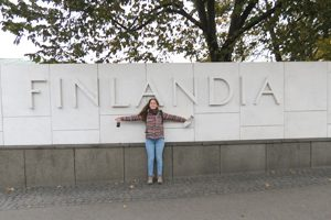 Raquel Lima em Helsínquia, Outubro - Finlandia Hall, de Alvar Aalto.