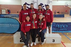 Equipa conquista triplo ouro em pares femininos, masculinos e mistos.