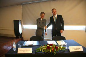 José Manuel Mendonça, presidente do Conselho de Administração do INESC TEC, e Constantin Ginet que lidera o grupo de Micro-Grid da divisão Energy Management da Siemens AG.