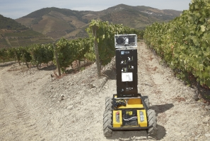 A plataforma robótica AGROB V16 está a ser desenvolvida de forma modular e, num futuro próximo, para além, de tarefas de medição da variabilidade, poderá ser utilizada para atuar com tecnologias de taxa variável (ex.: pulverização de precisão) e/ou manipuladores robóticos para operações de poda/colheita.
