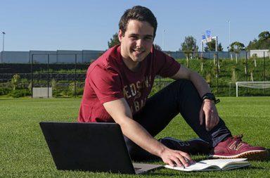 Estudante de desporto que vence bolsa da FIFA para o desenvolvimento da performance física|julio|grupo_premio