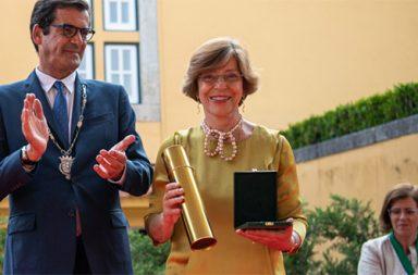 medalha_ouro_cmp_2019_fatima_carneiro_destaque|Entrega Medalhas CMP'19|Entrega Medalhas CMP'19|#mno_medalhas_50|Entrega da Medalha Municipal de Mérito - Grau Ouro a Arnaldo Saraiva (Foto: CMP)|Medalha Municipal de Mérito - Grau Ouro (destaque)|Entrega da Medalha Municipal de Mérito - Grau Ouro a Fátima Carneiro (Foto: CMP)|Entrega da Medalha Municipal de Mérito - Grau Ouro a José Gigante (Foto: CMP)|medalha_ouro_cmp_2019_zulmiro_carvalho