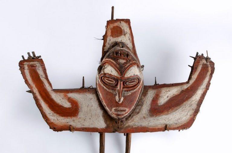 Escudo de proa de canoa (Médio Sepik, Papua Nova Guiné)