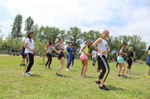 Alunas do Programa UPFit a dançar ao ar livre
