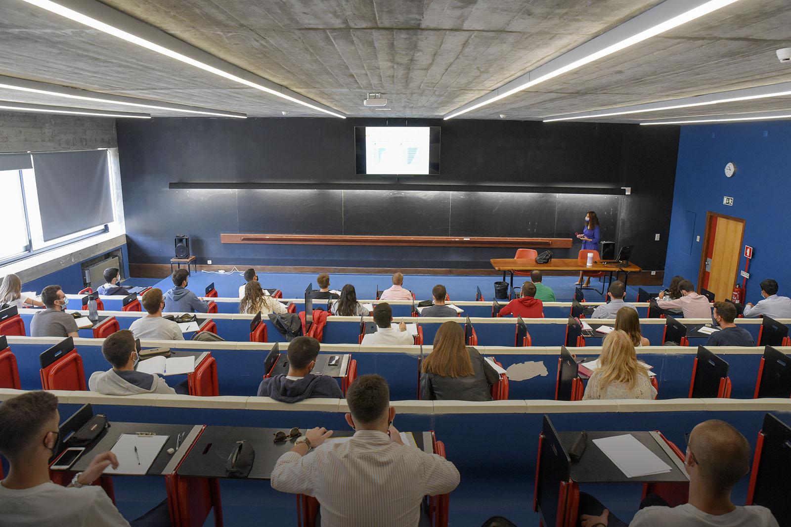 """FEP e Porto Business School no """"top"""" mundial das escolas de negócios"""