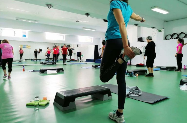 alunas em aula de grupo de Cardio Local do Centro de Desporto da Universidade do Porto