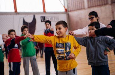 Crianças a praticar desporto