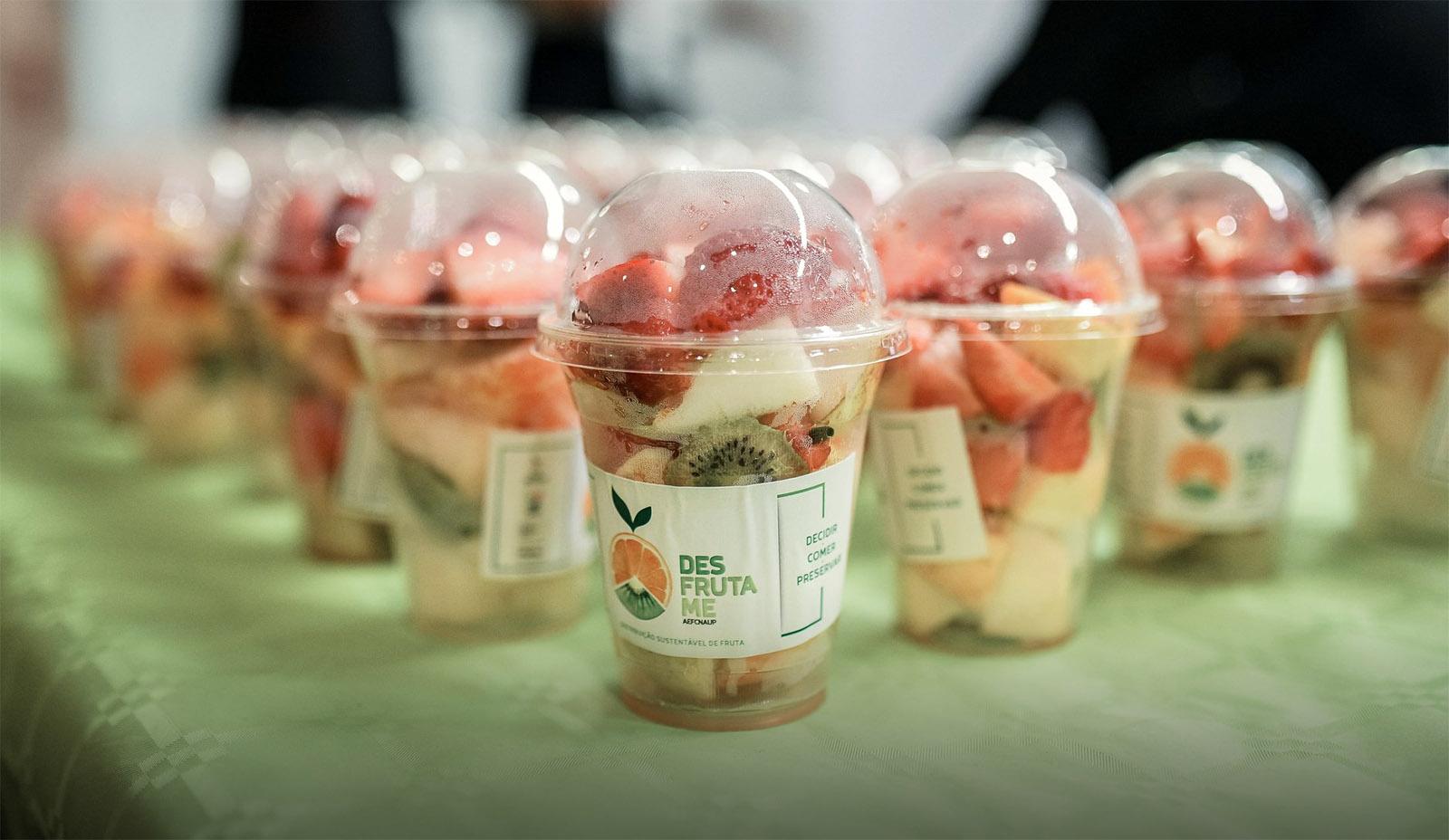 Estudantes da FCNAUP distribuem fruta pela comunidade