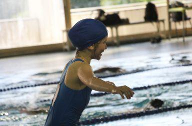 Criança na piscina da Faculdade de Desporto da Universidade do Porto