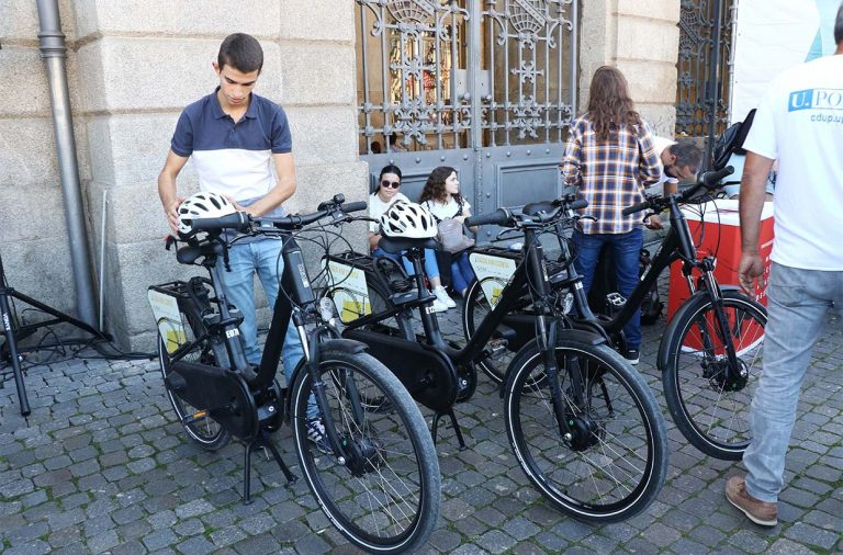 estudantes da universidade do porto a conhecer as bicicletas elétricas do Projeto U-Bike